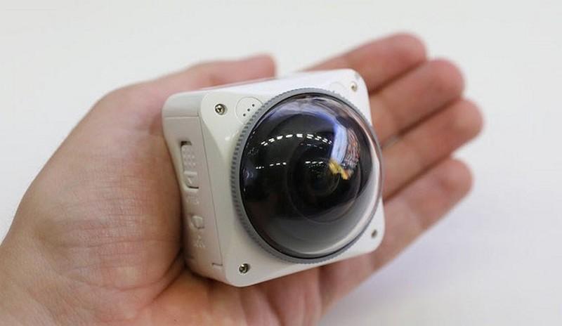 Kodak 4KVR360 機身只有手掌般大小,驟眼看跟 Nikon KeyMission 360 有點相似。