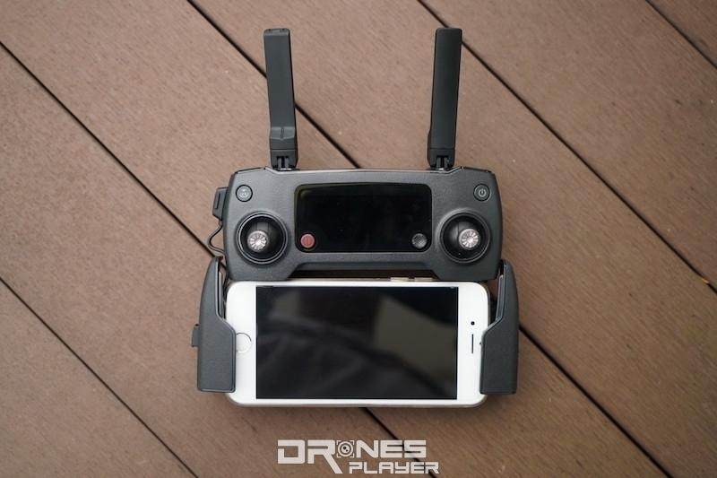 左右兩邊手機夾能同時提供手握的支點。
