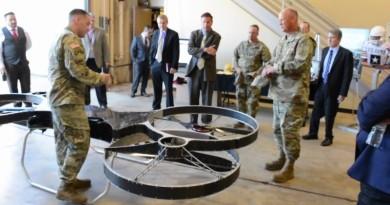 人騎四軸機飛入戰場 美軍擬用懸浮自行車 Hoverbike 補給物資
