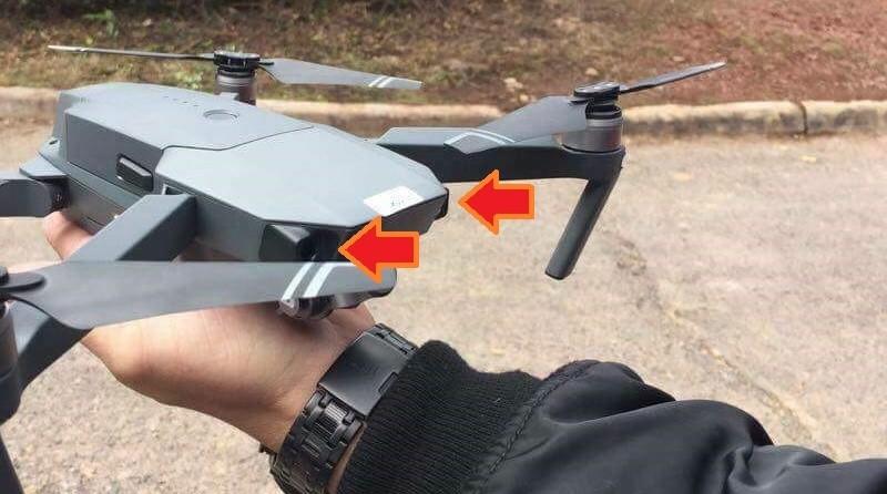 從諜照可見,DJI 機首左右兩旁各設一個小孔,有可能是視像感應器。