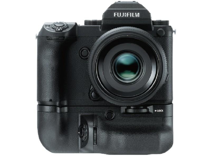 Fujifilm GFX 50S 可加裝專屬的電池手柄。