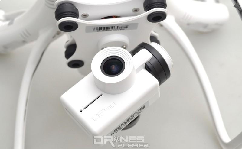 GTEN ONE 4K 空拍機機底已掛載一部 1,200 萬像素航拍相機、單軸機械雲台和減震板。
