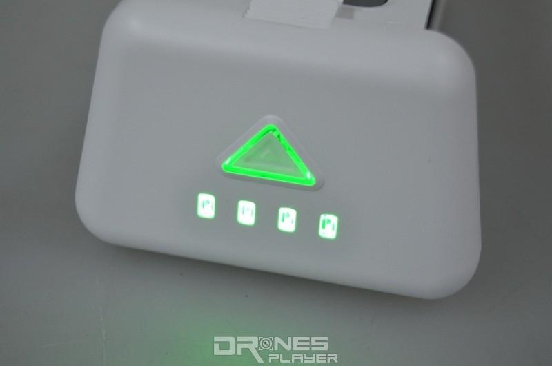 GTEN ONE 4K 智能電池上設有按鍵及顯示電量的指示燈。