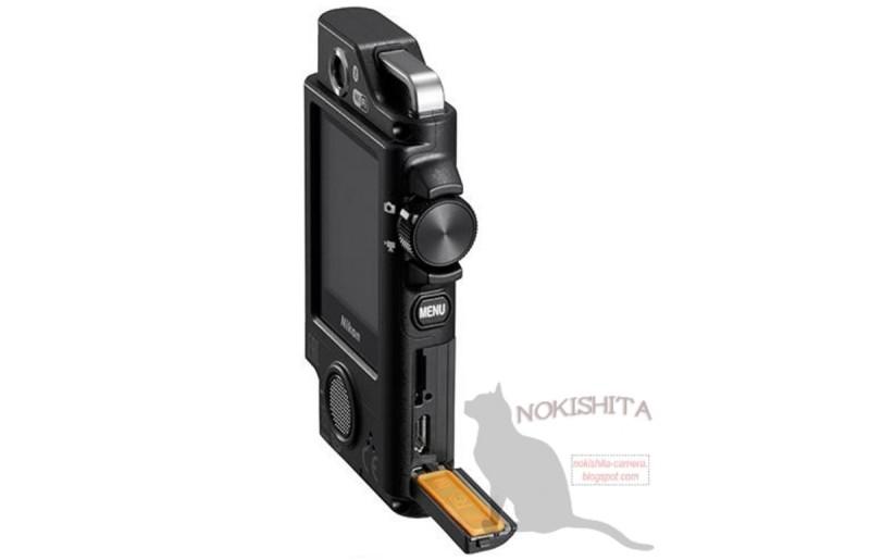 Nikon KeyMission 80 的機身側面按鍵不多;拉開揭蓋,可看到 microSD 記憶卡插槽。
