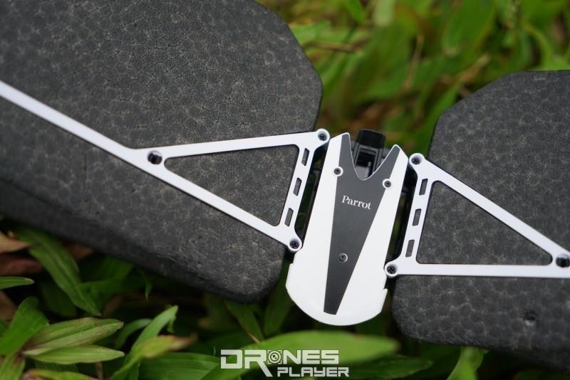 Swing 的固定翼採用保麗龍(發泡膠)製成。