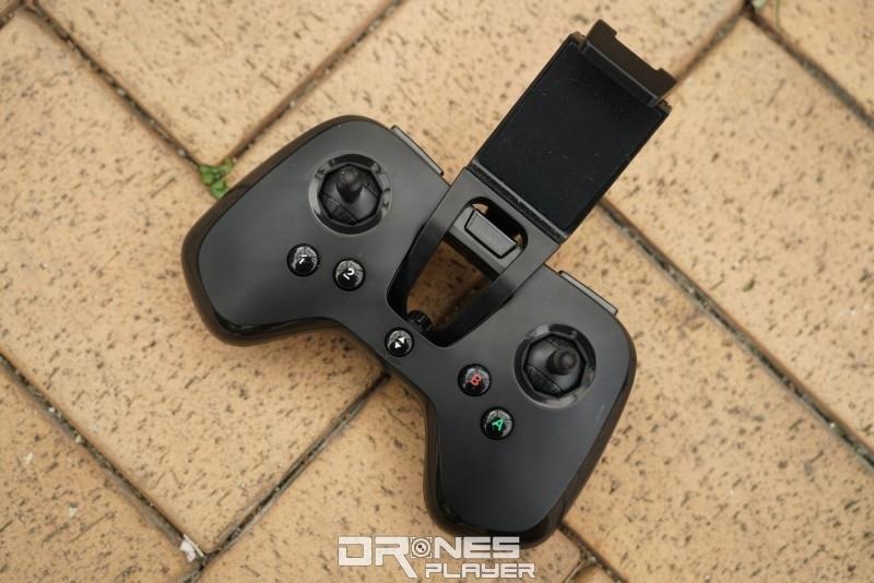 Flypad 遙控器外觀仿如遊戲機的手掣。