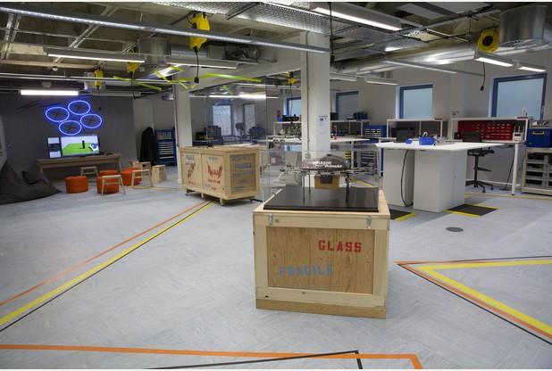 亞馬遜的實驗室放有早期無人機型號。