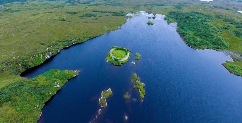 同樣在愛爾蘭 Donegal 拍攝的湖泊,你看到一隻熊嗎?