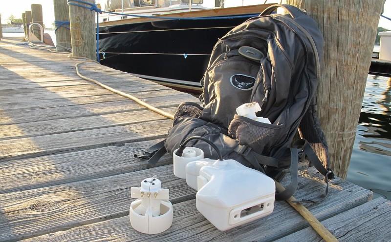 Fathom One 體積為 20 x 15 x 10 厘米,比一般背包還要小得多,分體拆開後更容易收納於背包中。