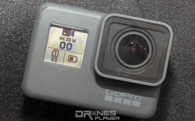 GoPro HERO 5 Black 正面用作顯示拍攝狀態的單色液晶屏幕,仍被保留下來。