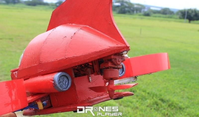 指揮艇尾部的旋翼可以左右擺動。