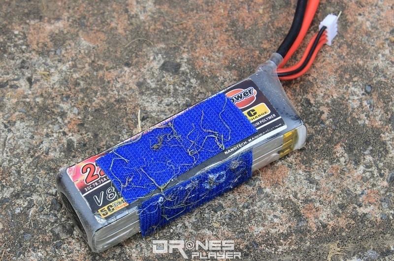 周先生表示使用 2200mAh 電池,便可供指揮艇無人機連續飛行約 4 至 5 分鐘左右。