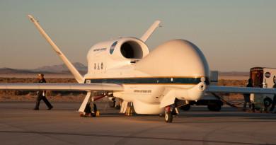 NASA 派出全球鷹無人機 深入颶風險境收集數據