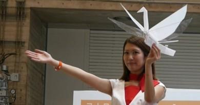 紙鶴無人機 Lazurite Fly 振翅高飛!揮手操控簡單又優雅
