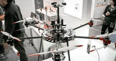 Varavon VR 無人機強風中穩定航拍 全靠萬向接頭三軸雲台