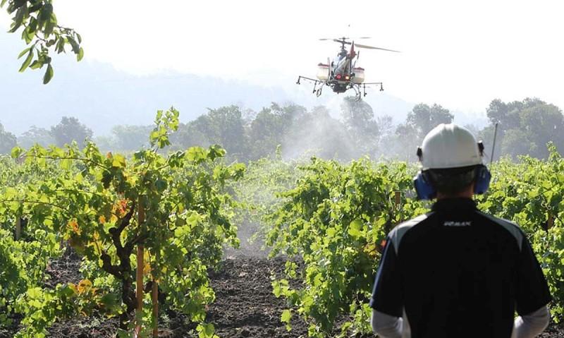 山葉發動機坐擁近 30 年的農用無人機開發經驗,目前日本已有不少農田採用 Yahama 農用無人機輔助耕作。