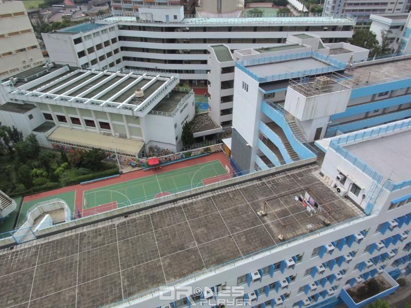 Yuneec Breeze 從高空拍攝建築物,可見線條清晰,顏色鮮明。
