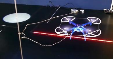 無人機人工智慧再進化!追隨光影自動移位•辨識燈號繞道飛行