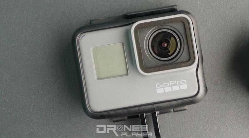 Hero 5 Black 機身正面除拍攝鏡頭外,還有顯示拍攝狀態的單色液晶屏幕。