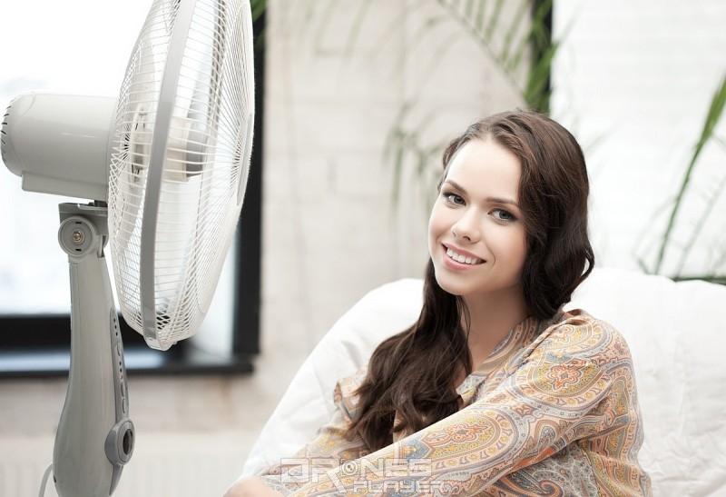 開啟電風扇,令室內空氣變得流通,有助舒緩頭暈症狀。