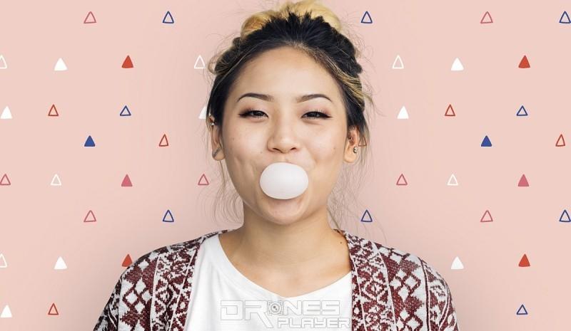 閣下嚼上口香糖時,下巴的嘴嚼運動可分散大腦注意力,有助延長閣下的 VR 沉浸體驗時間。