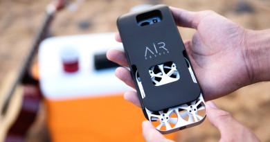 AirSelfie 小得可放進手機保護殼,原來新一代自拍無人機是這樣子!