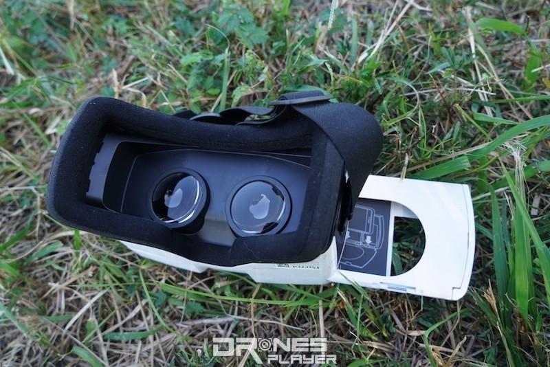 將手機固定在盒內,再插入 FPV 眼鏡內。