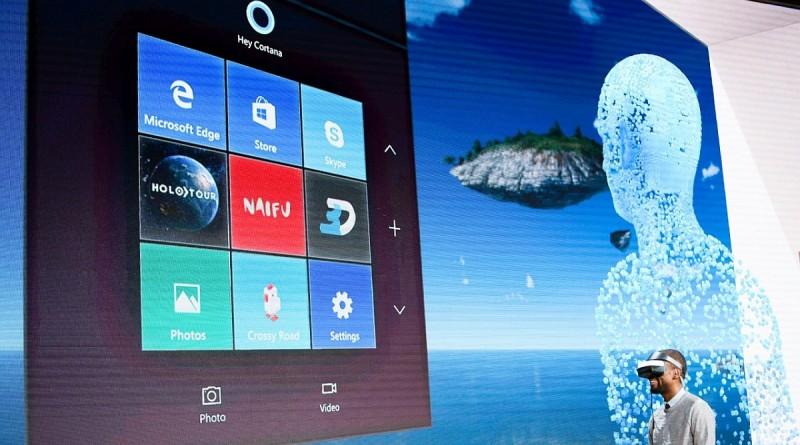 發布會當日,微軟即場示範以 Microsoft VR眼鏡操作《Windows 10 Creators Update》,過程中操作者只藉由語音及手勢指令進行操作。