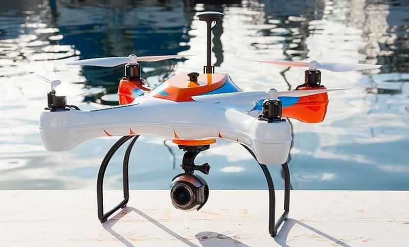 AguaDrone 的外觀設計跟一般無人機分別不大,但勝在可安裝防水航拍相機,航拍水底情況。