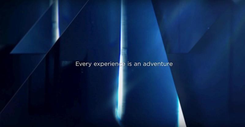 另一張產品局部近照只可看到一道光縫,並顯示「Every experience is an adventure」的標語。