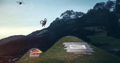 無人機化身飛行攝影燈 空中補光拍攝極限單車花式特技