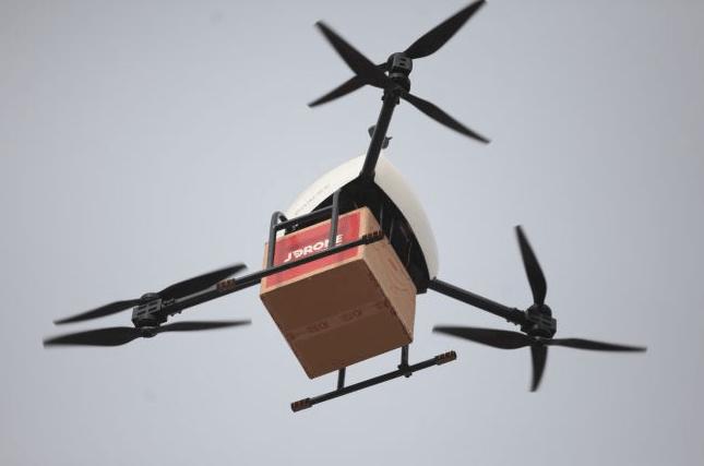 京東送貨無人機採用三軸六槳設計。