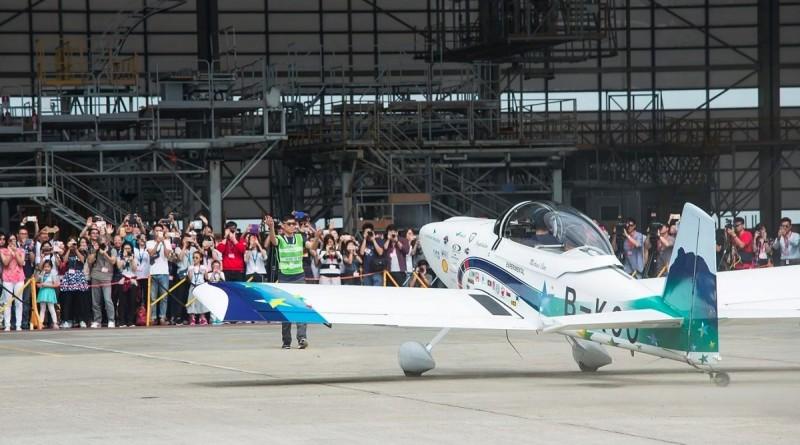 「香港起飛」號於 2016 年 11 月 13 日早上約 10 時 45 分順利降落香港國際機場。
