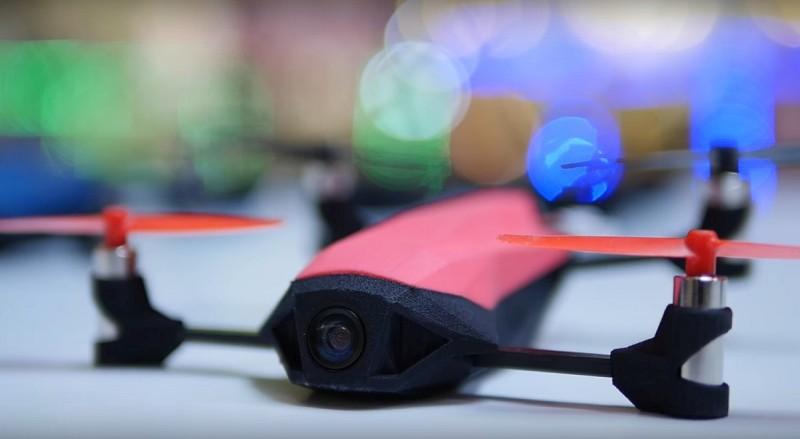 Nano 無人機採用一體化設計,無需藉由螺絲鑲嵌或焊接接合,每項組作能夠互相緊扣起來。