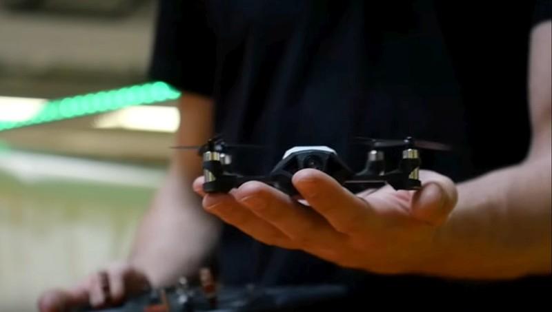 Nano 無人機的機體非常袖珍,只有掌心般大小。