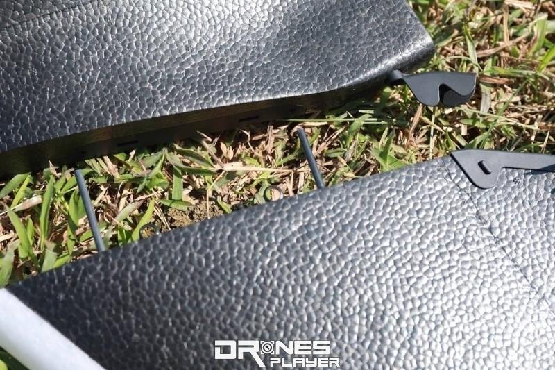 機翼和機身採用易拆的勾扣,一旦撞物亦不易折斷。