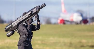 奧巴馬訪德保安伸延天空 SkyWall100 巨砲出動制伏無人機
