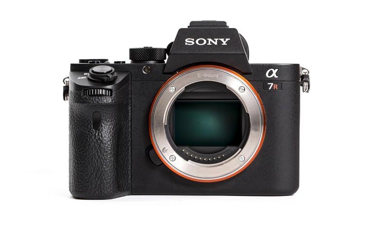 有傳言指,Sony A7 III 的外形設計則跟現有 A7R II(上圖)沒太大分別。