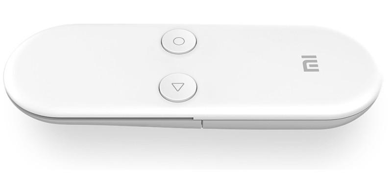 九軸體感遙控器設計簡約,提供觸控面板支援輕觸式操作。