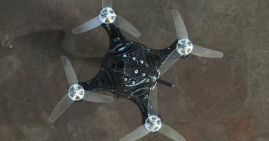 非一般碳纖 FPV 穿越機 Nimbus,單體設計形成超堅韌外殼!