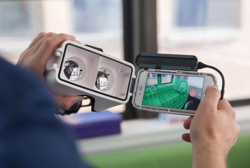 Bridge VR 眼鏡只對應 iPhone 6/6s/7,並將畫面一分為二,各自顯示 640 x 480 解析度的 VR 影像。