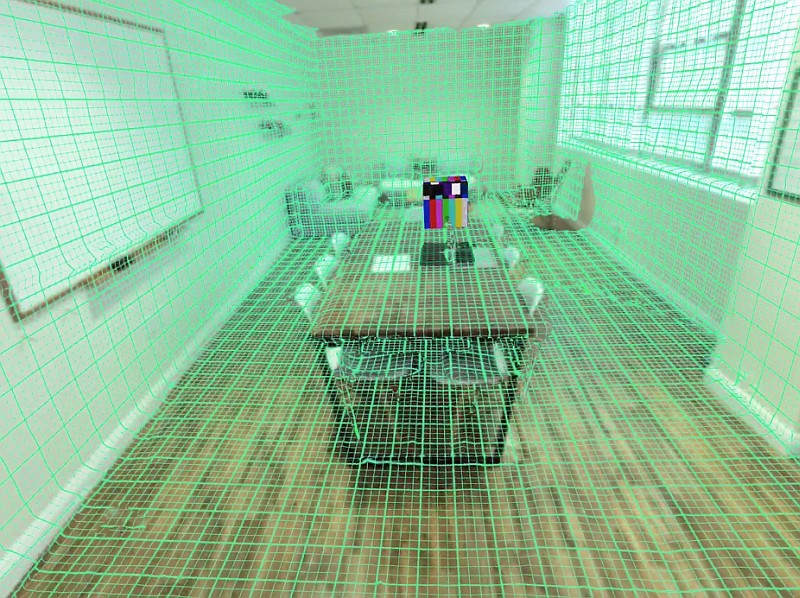 Bridge VR 眼鏡的 Structure 感測器會以紅外線掃瞄現實環境,然後製成 3D 虛擬空間。