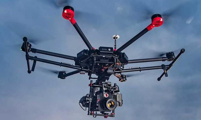 DJI Matrice 600 飛行平台可供用戶自由組裝不同型號的攝影機與雲台