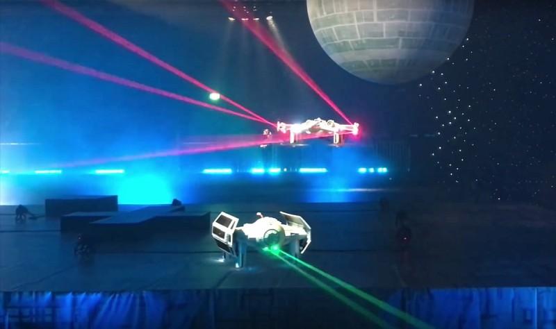 Star Wars Battle Quads 的最大特色是能夠藉由鐳射光束在空中對戰,而且帝國軍戰機會射出綠色光束,反抗軍戰機則會射出的紅色光束。