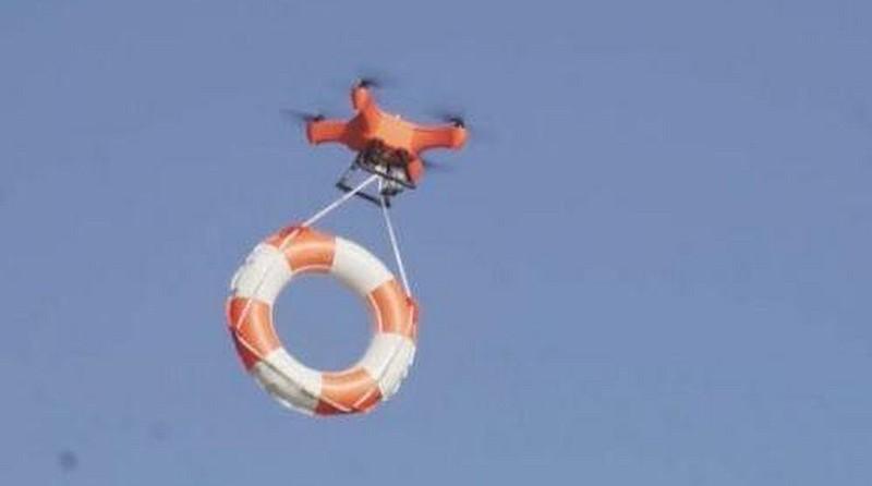 Xeno Sky 無人機機底設有投放器,能夠掛上救生圈以輔助搜救行動。