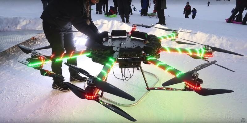 巨型無人機採用自家製的 8 軸 16 槳設計。