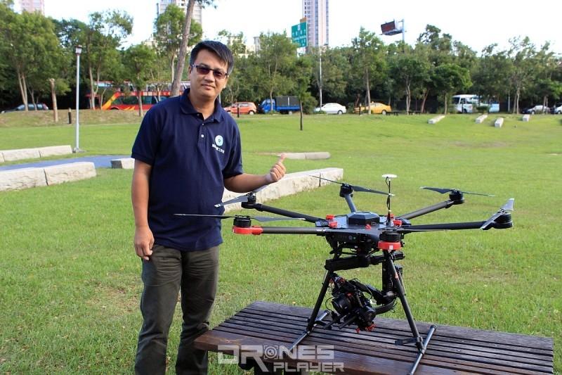 竹北縮時夜景拍攝者 Sam Yueh 接受 DronesPlayer 專訪,分享縮時空拍的心得。