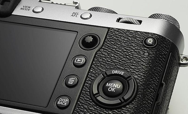 Fujifilm X100F 機背屏幕右方加入了小搖桿,讓用戶可更靈活地選擇對焦點。