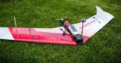 MiniRaceWing 分離式固定翼無人機 碰障礙物即散 卸減衝擊力