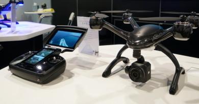 CES 2017直擊: XDynamics Evolve 雙屏遙控器 兼顧航拍前製後製